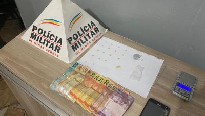 Uma mulher e dois homens são presos por tráfico de drogas em Araxá